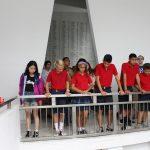 Kids at memorial